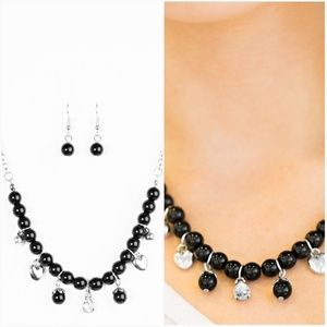 A HEART LUCK STORY BLACK NECKLACE/EARRING SET